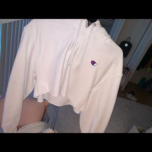 white cropped champion hoodie